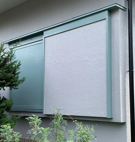 東京都狛江市の住宅耐震改修リノベーション,北欧風の淡い色使いの外壁と雨戸戸袋